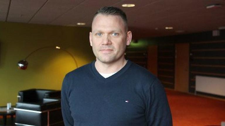 Mikael Holmqvist kommer senast från jobbet som tränare i Borlänge Hockey.