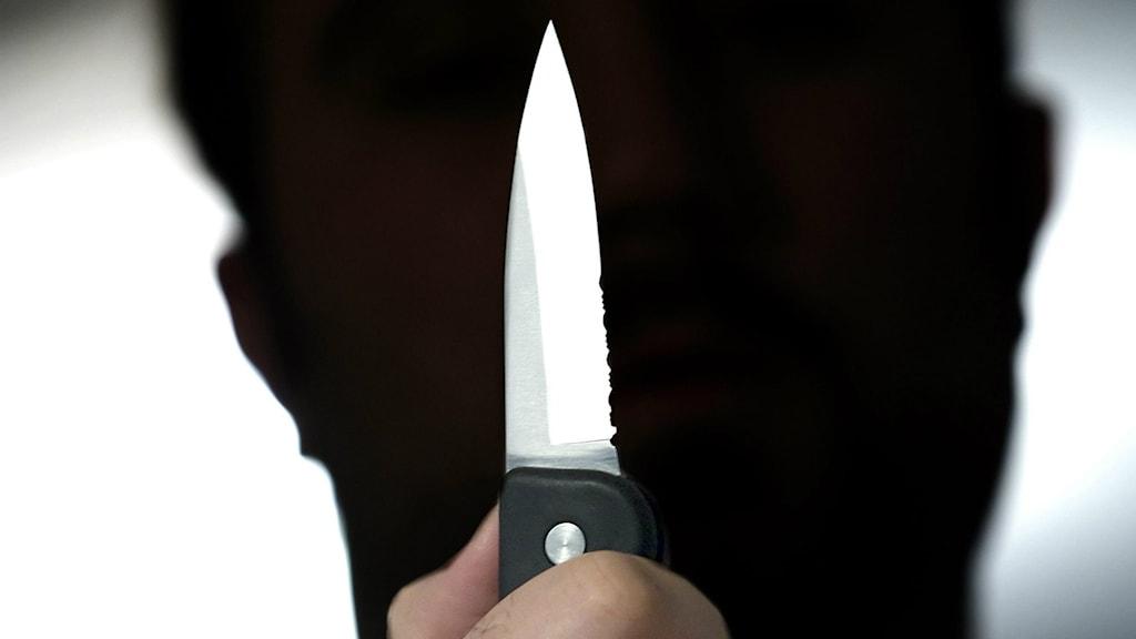 Ibland utsätts de anställda på socialtjänsten för knivhot.