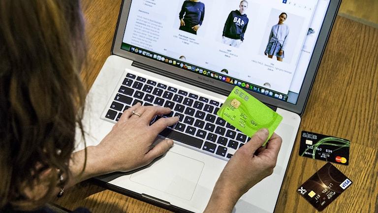 De flesta ID-kapningarna sker i samband med att vi handlar på nätet.