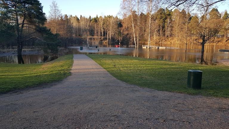 Stadsbadet i Gävle översvämmades under morgonen.