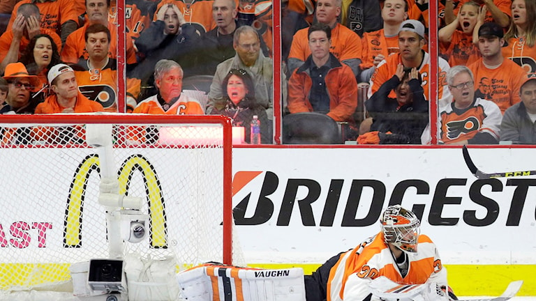 Publikens reaktion på Bäckströms mål.