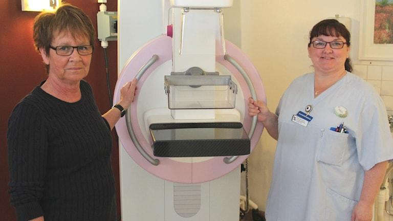 Petra Wenngren bröstsjuksköterska och Agneta Lennefeldt vårdenhetschef för mammografin i Gävleborg.