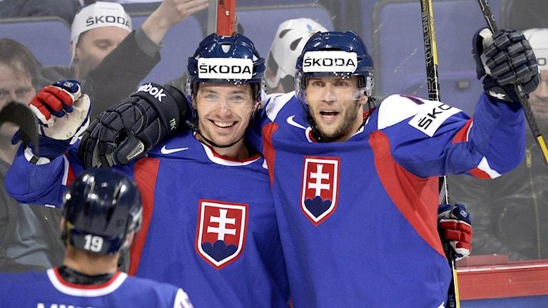 Tomas Zaborsky i mitten tillsammans med Roman Kukumberg.