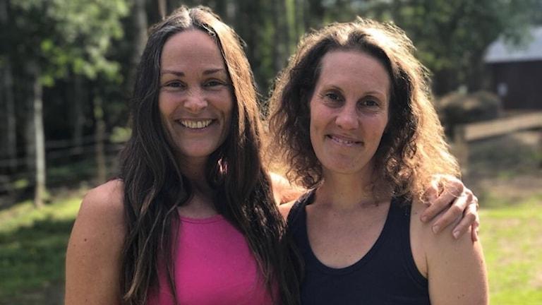 Petra Smyth och Mahina Lindroth, ledare för lägret.