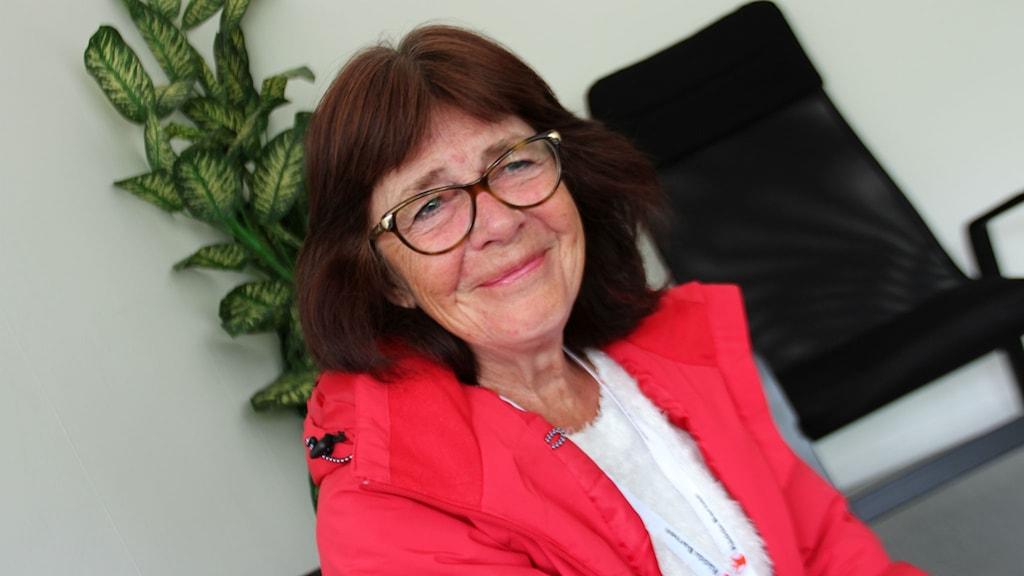 Britt-Marie Windemo, ordförande för Rädda Barnen i Söderhamn, får mycket beröm från de asylsökande för sin hjälpinsats.
