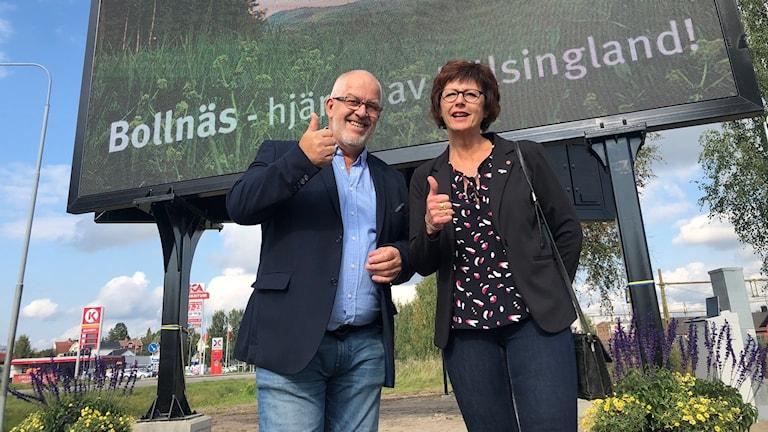 I dag invigdes Bollnäs kommuns allra första digitala genomfartsskylt, som är uppsatt på Gärdet mellan riksväg 83 och järnvägen.