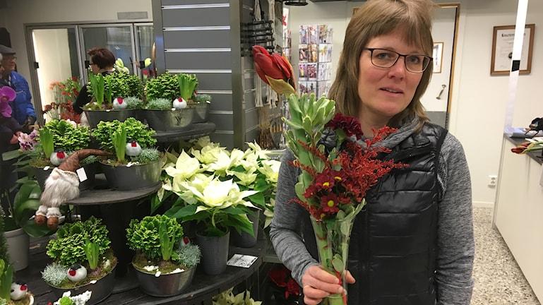 Anna-Maria Berggren driver blomsterbutik i Ockelbo och hon säger att det nu blir svårare att få tag på växel.