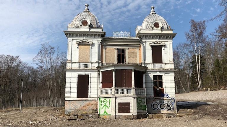 Om Villa Sjötorp säljs ska köparen flytta byggnaden till en ny plats.