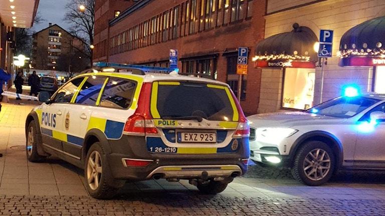 Polisbil utanför Flanör
