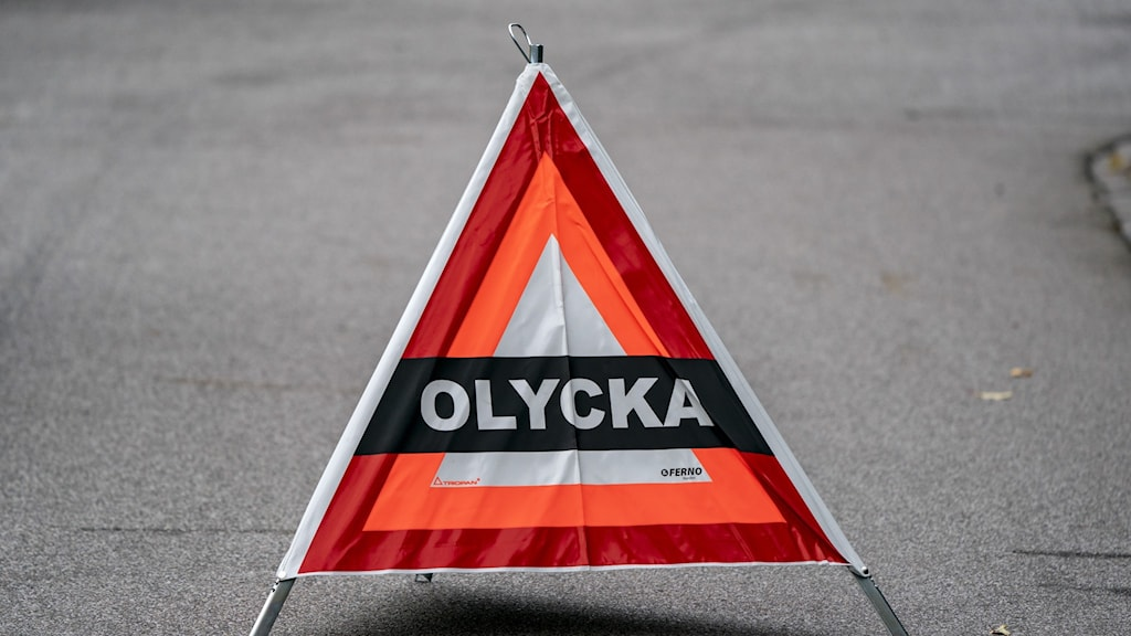 Skylt som visar trafikolycka.