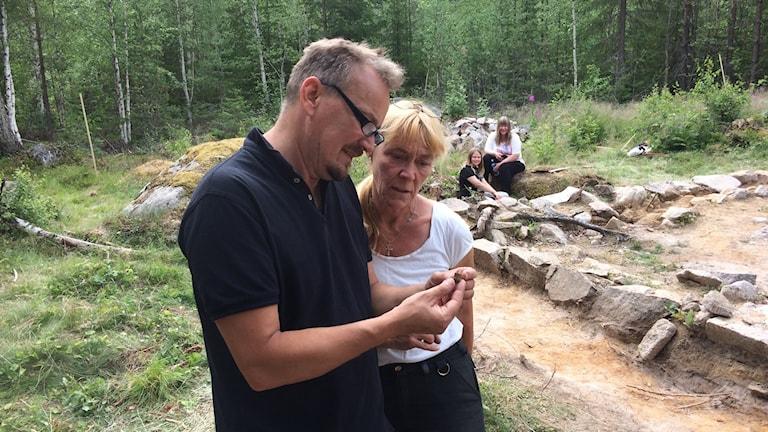 Bo Ulfhieml och Inga Blennå, arkeologer vid Länsmuseet i Gävleborg