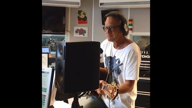 VM-låten i studion
