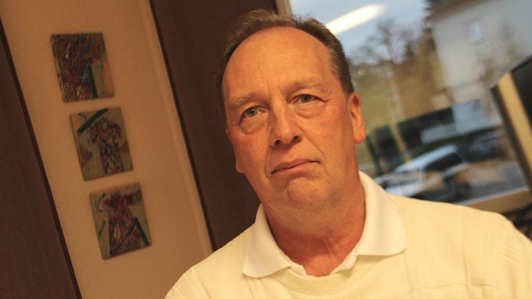 Mats Möller är tillförordnad redovisningschef på Söderhamns kommun och arbetade inte under 2013 när sexsiffriga belopp betalades till ett bedragarföretag, men han tycker det är förfärligt.