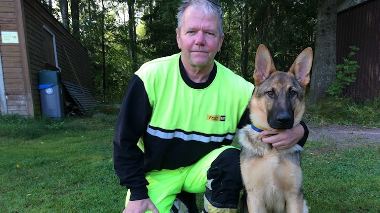 Leif Jönsson, SM-general Gävle brukshundsklubb och schäfern Mix