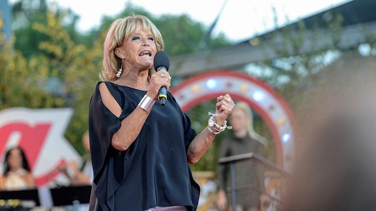 Lill-Babs under ett uppträdande på Allsång på Skansen 2013.