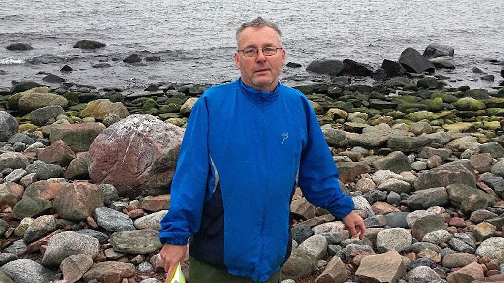 Andrew Sundin inspekterade under helgen oljeskadorna på ön Gråsjälsbådan utanför Gävle.