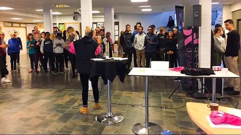 Många ville se Frida Scar spela live på Stora Sätraskolan.