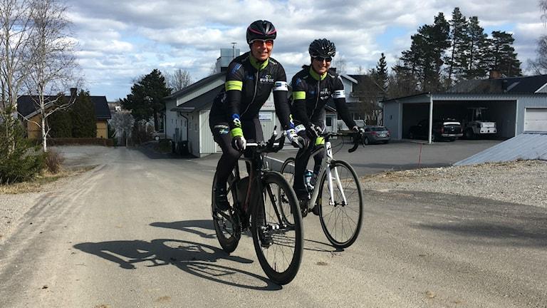 Ulrica Frankoch Sanna Salmela frånHudik Triathlon har haft flera otäcka incidenter med äldre män som markerar sitt missnöje bakom ratten.