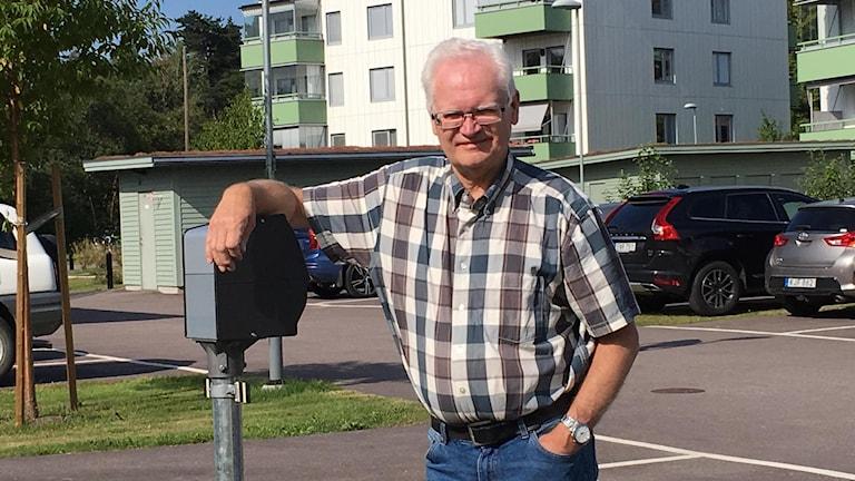I höst sätts de första fyra laddstolparna upp, säger Jan Hernell. Men än har ingen av medlemmarna i föreningen köpt elbil.