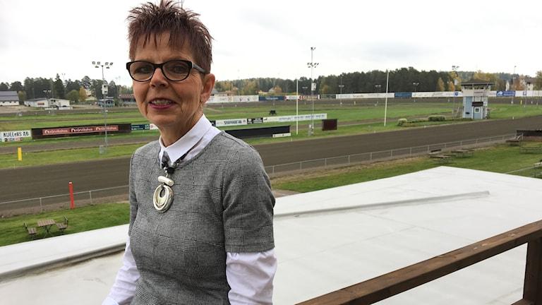 Hästen samlar människor och är en helande individ menar Elisabeth Johansson, biträdande travbanechef och sportansvarig på Bollnästravet.