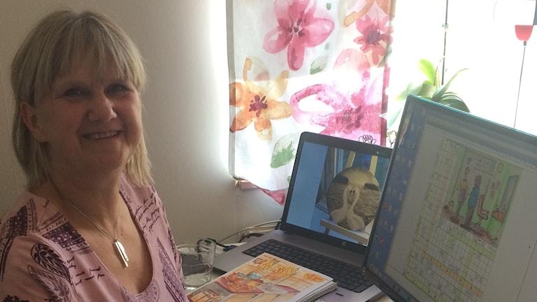 Lisa Hill konstruerar korsord, här sitter hon med datorprogrammet framför sig som hon lägger in korsorden i