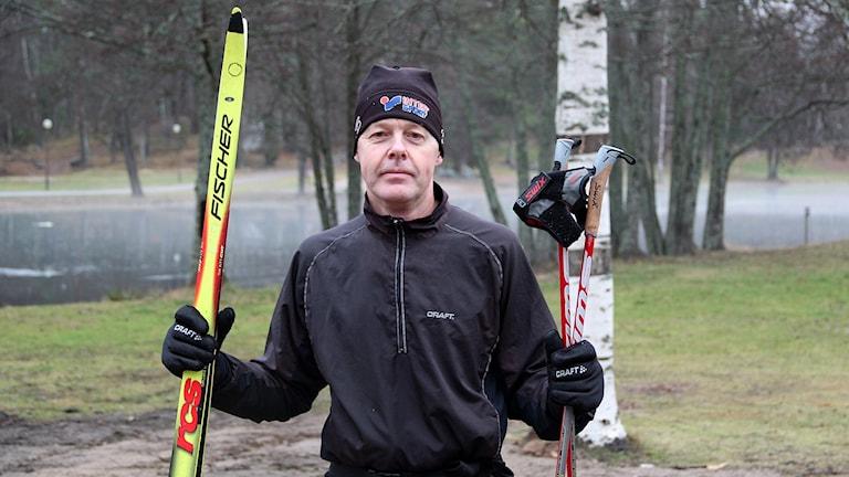 Sören Sundberg åker längdskidor vid Högbo Bruk.