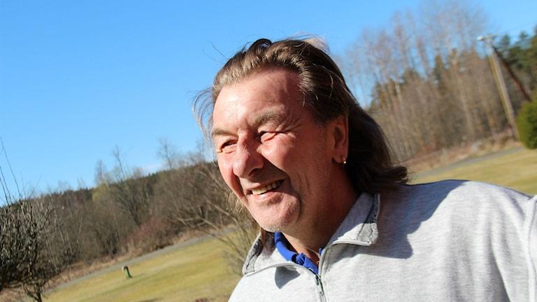 Kolla pris med flera. Det rådet ger Rolf Eriksson till de som ska göra stora ingrepp i munnen. För honom skiljde det 40 000 kronor i pris på implantat mellan två kliniker.