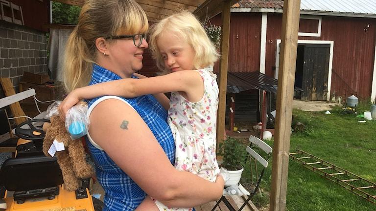 Det har blivit många kramar dagen efter sex-åriga Ellenor kom vilse vid Blacksåsberget berättar mamma Cecilia Natander.