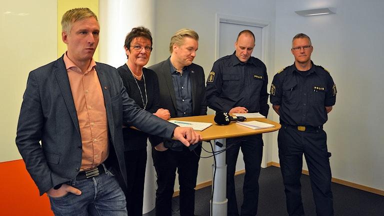 Presskonferens om oroligheterna i bostadsområdet Sätra