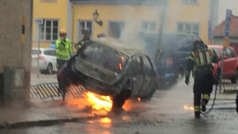 Bilbrand vid stadsbiblioteket i Gävle.