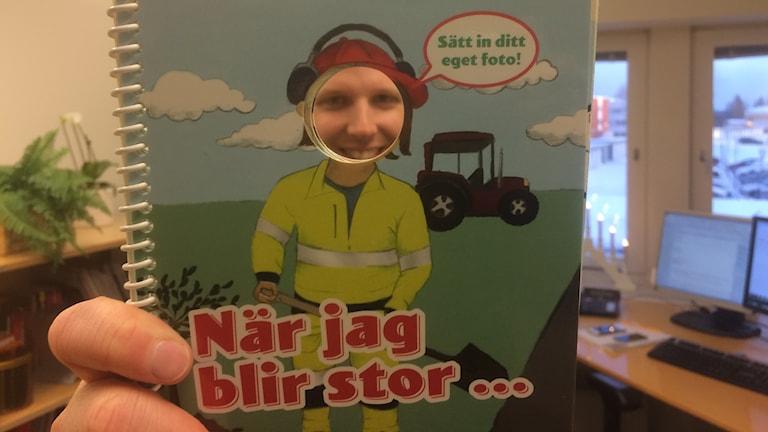 Ovanåkers webbkommunikatör Jonas Löf är medförfattare till boken När jag blir stor.