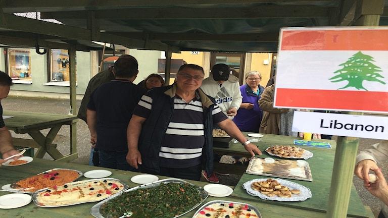 Hagop Markanian serverade mat från Armenien, Libanon och Syrien.