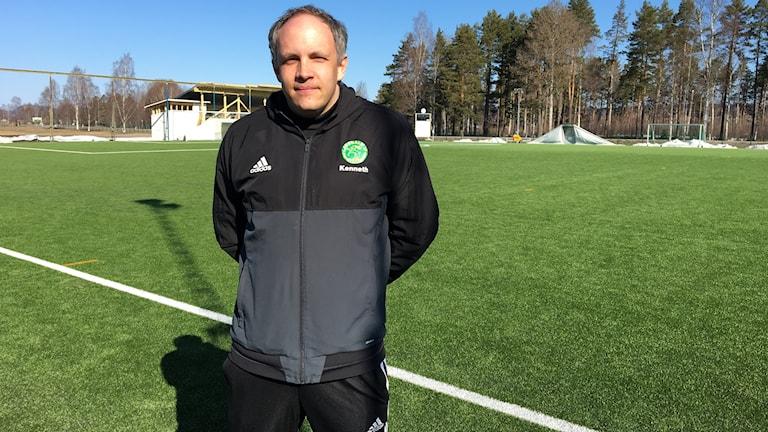 Det är nödvändigt för flera verksamheter med en ny fotbollshall i Ljusdal säger tränaren Kenneth Larsson.