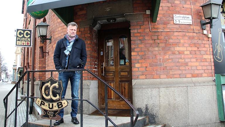 Den anrika CC-puben i Gävle hotas av vräkning. Lennart Vallanger är ägare.