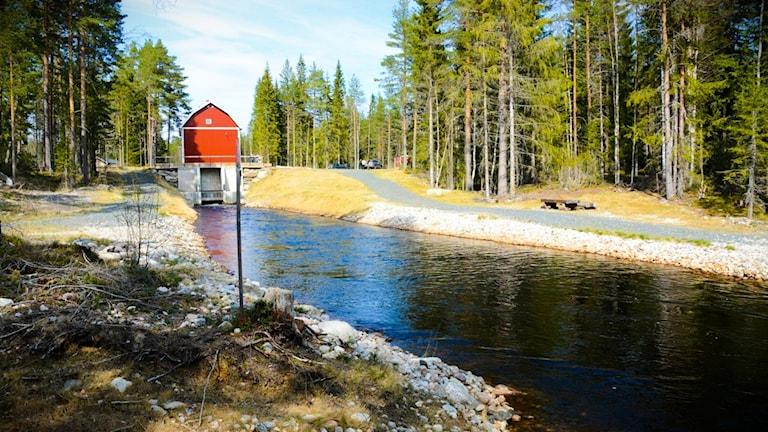 Kraftverket och vattendammen vid Loån.
