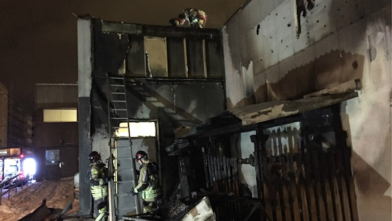larmet om branden kom vid 03.45 i natt.