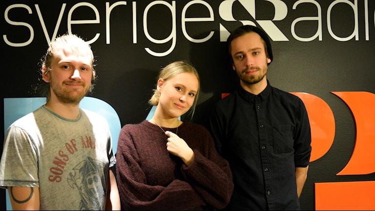 """Hudiksvallsduon Selma & Gustaf gästade studion tillsammans med Viktor Ek från bandet """"The Unmarried Queen""""."""