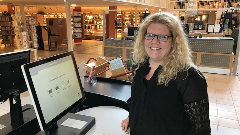 Catarina Filipovic, chef för biblioteket i Söderhamn, efterlyser med samarbete mellan landets bibliotek.