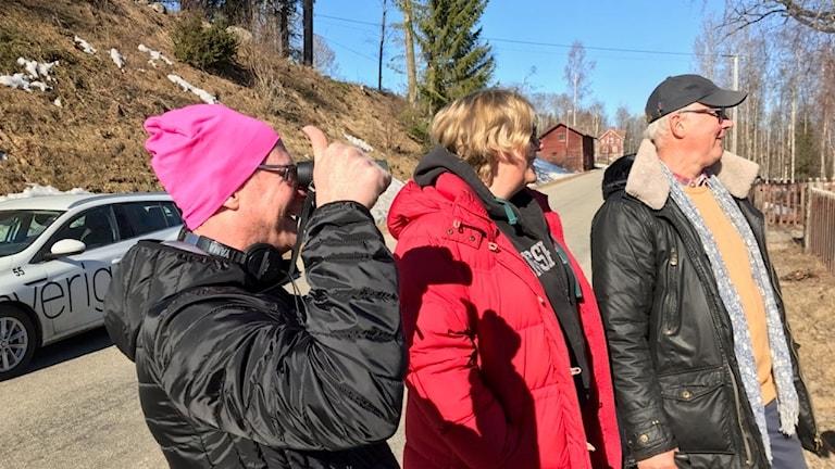 Kerstin, Gunnar, hunden Zingo spanar på Sädesärla i Karskär.