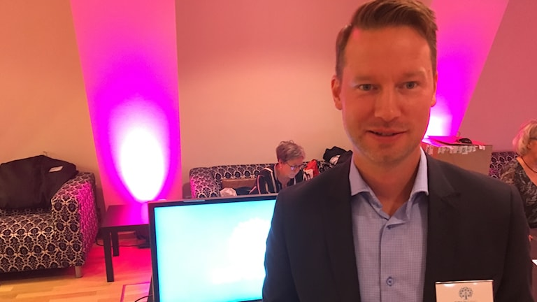 Björn Estliden presenterade den nya appen Seniorg som ska testas av hemtjänsten i Ramsjö under ett år.