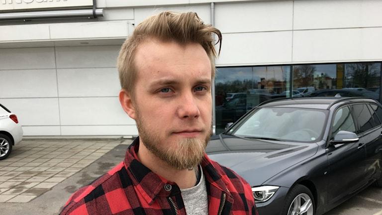 Simon Lindqvist tycker att industrifacken varit för defensiva i lönerörelsen.
