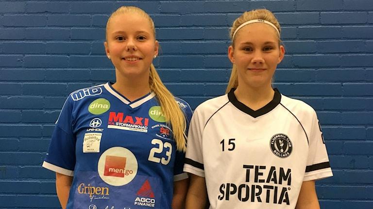 Christin Jonsson, Hudik/Björkberg, och Tuva Löf, FBC Bollnäs, är två av innebandyspelarna i distriktslaget.
