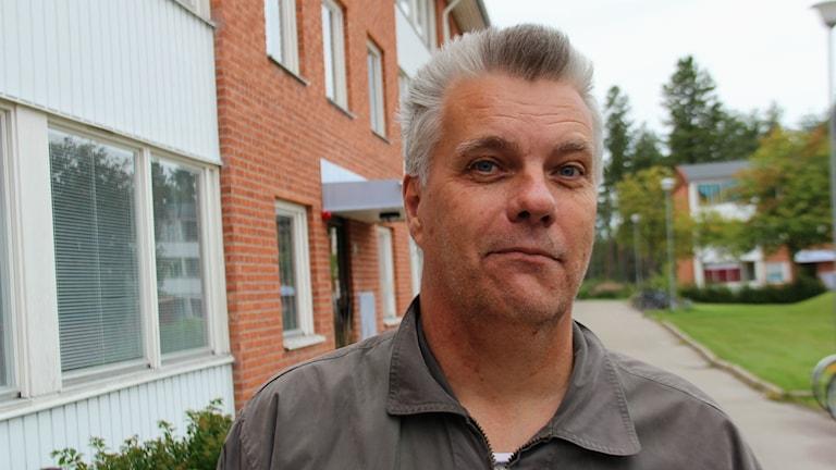 Anders Brunzell är integrationsvägledare på Ljusdals kommun och valde att anmäla elbolaget Sveriges Energi till Konkurrensverket.