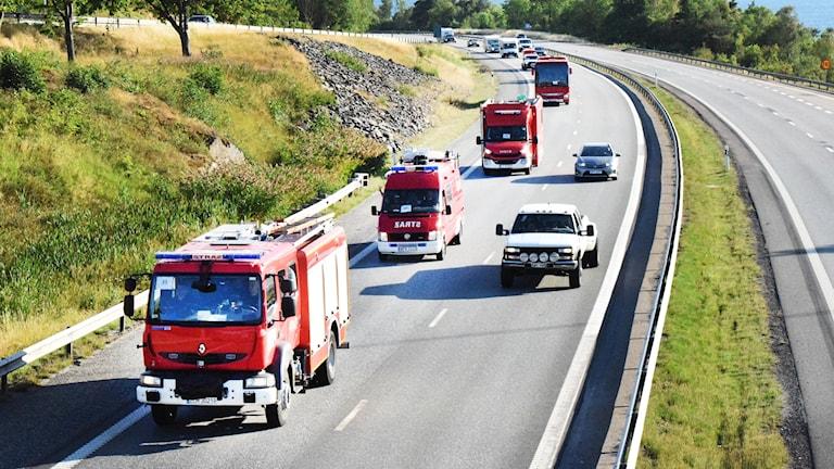 Konvoj med polska brandbilar.