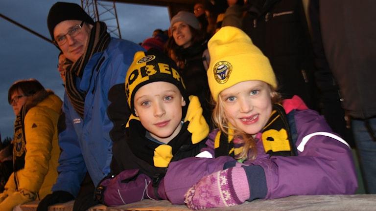 Att syskonen Alexander och Elin Larsson håller på Broberg är inte svårt att förstå med den här bilden.