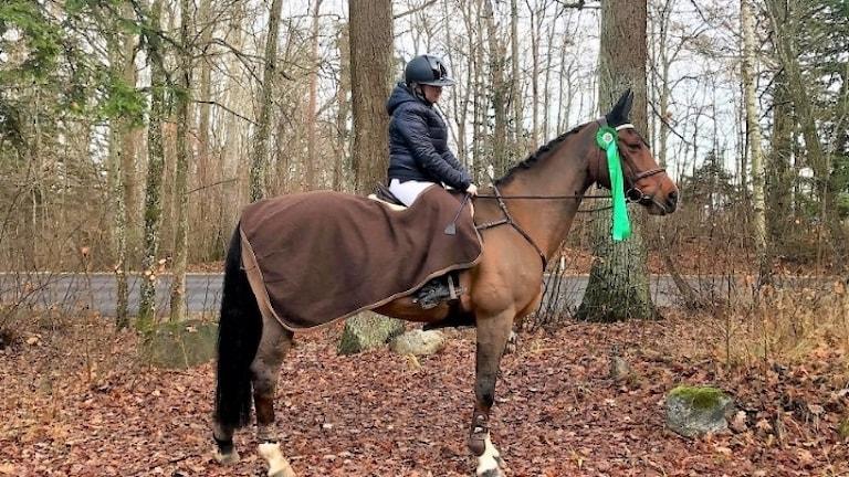 Denise Ödén med  hästen Medea.
