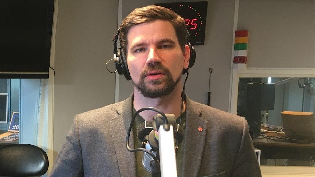 Markus Evensson, kommunstyrelsens ordförande i Ljusdal i P4 Gävleborgs studio i Gävle.