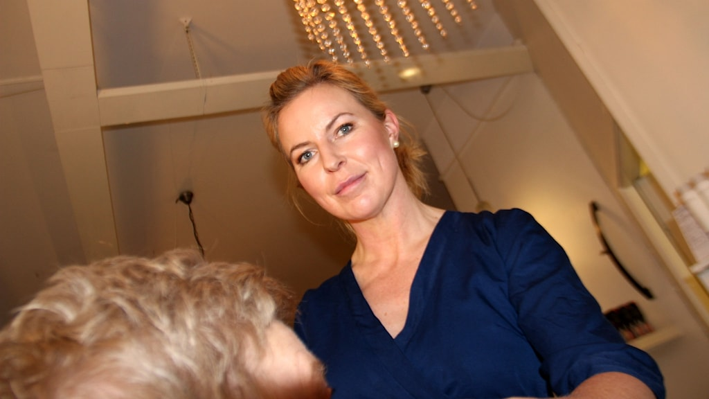 Anna Gunnarsson, ägare på skönhetsalongen Bellissima i Sandviken, vill se hårdare regler för att få bort oseriösa företag.