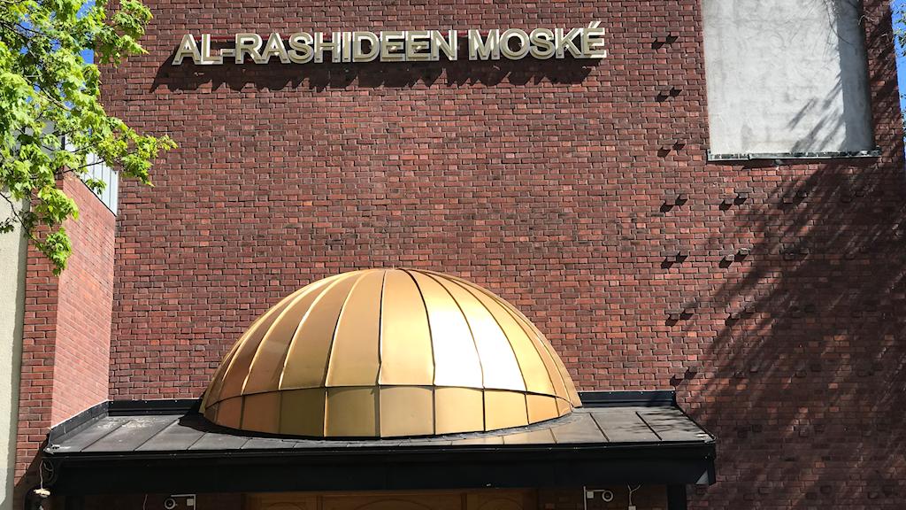 Muslimer kände oro över imamen Abo Raad när de var på väg till fredagsbönen.