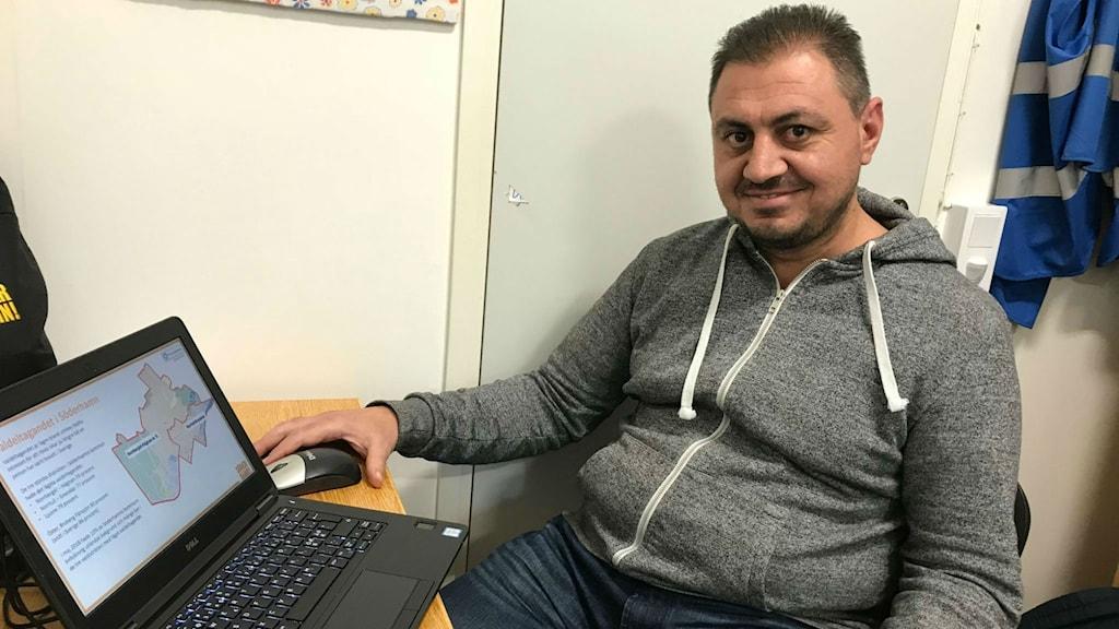 Gaby Naeem på Redo hjälpte till att tolka så att personer med invandrarbakgrund kunde förstå mer om svenska valet.